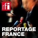 Reportage France - Mantes-la-Jolie: des bénévoles fabriquent des masques pour les foyers d'immigrés